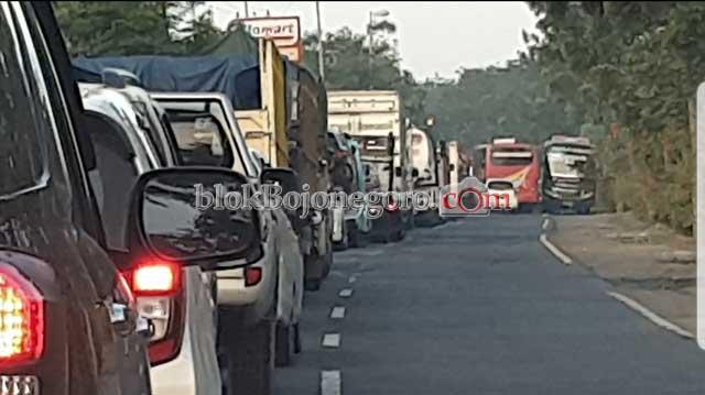 Evakuasi Korban, Jalan Raya Macet Cukup Panjang