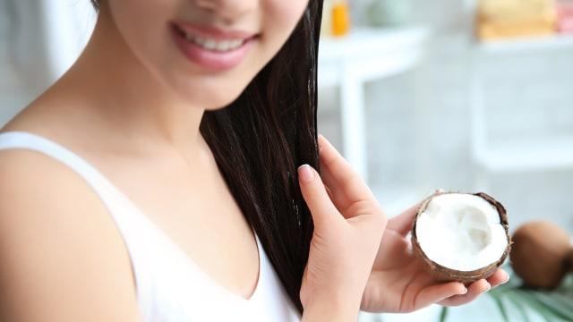 Tips Kecantikan: Ingin Rambut Sehat? Coba Pakai Minyak Kelapa