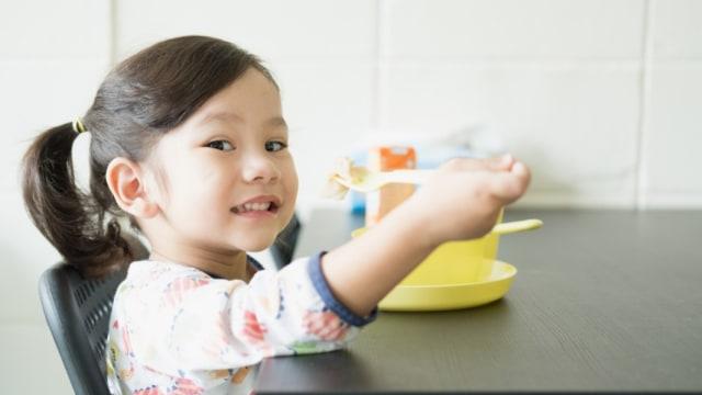8 Cara Ciptakan Suasana Makan yang Menyenangkan untuk Anak