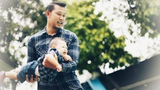 Tak Hanya Ibu, Ayah Juga Punya Peran Penting Dalam Pengasuhan Anak