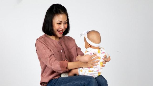 Menggelitik Bayi, Boleh atau Tidak Ya?