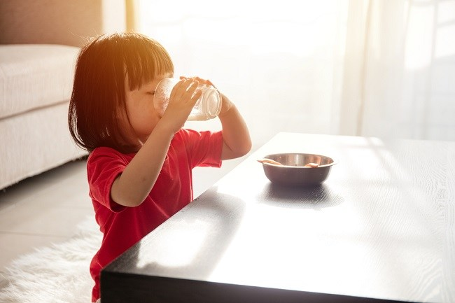 Inilah Waktu Terbaik Minum Susu pada Anak
