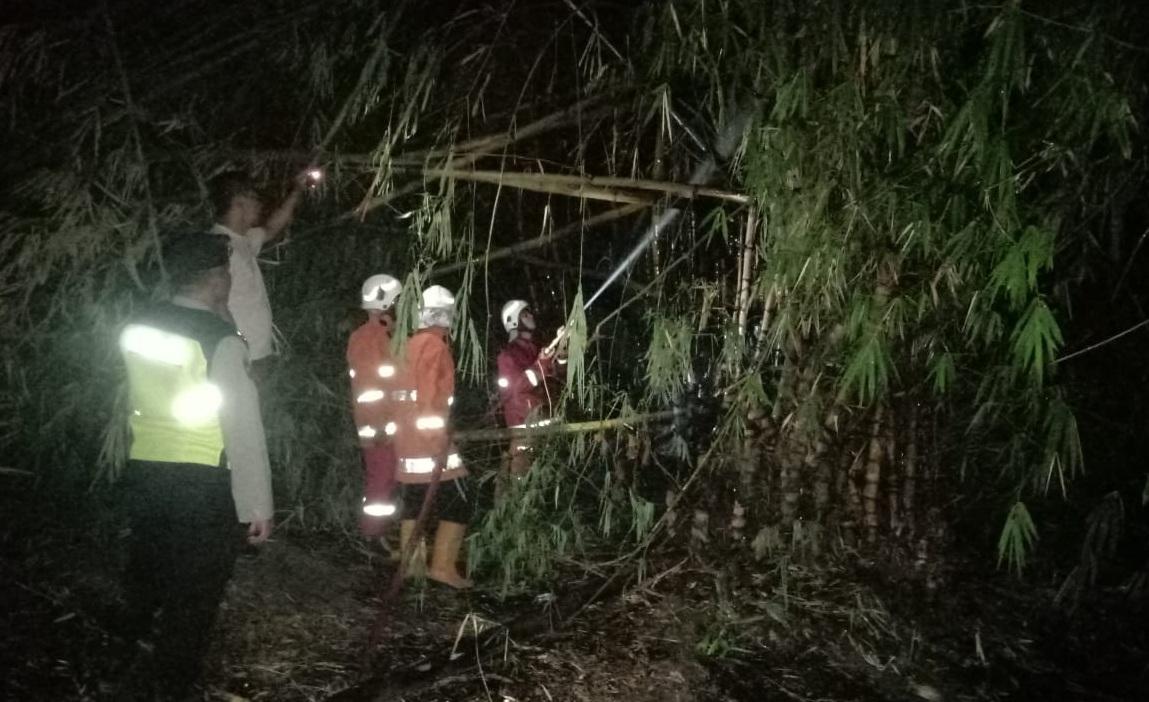 Bakar Sampah, Api Menjalar ke Batang Bambu