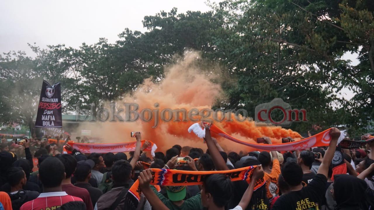 Dukungan Suporter Persibo di Luar Stadion