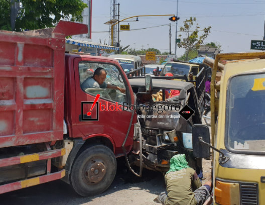 Truk Vs Pickup di Proliman, Banyak Korban