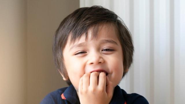 5 Kebiasaan yang Dapat Merusak Gigi Anak
