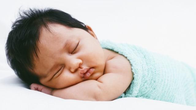 Penyebab Bayi Baru Lahir Sulit Tidur di Malam Hari
