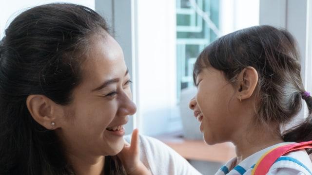 Cara Kembangkan Kecerdasan Berbahasa Anak