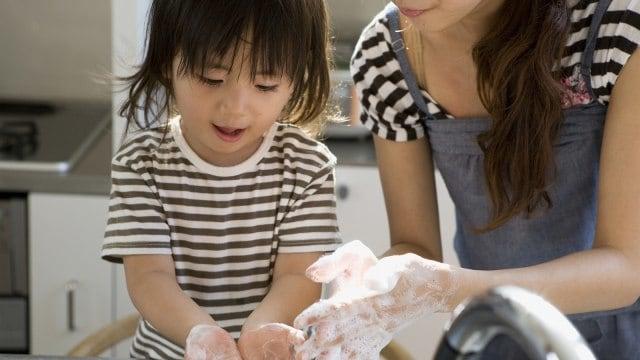 Tips Ajarkan Anak Cuci Tangan dengan Menyenangkan