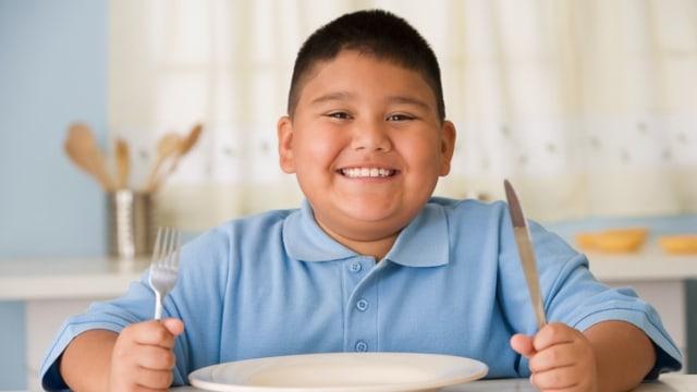 Berat Badan Anak Berlebih, Jangan Asal Kurangi Porsi Makannya! Kenapa?