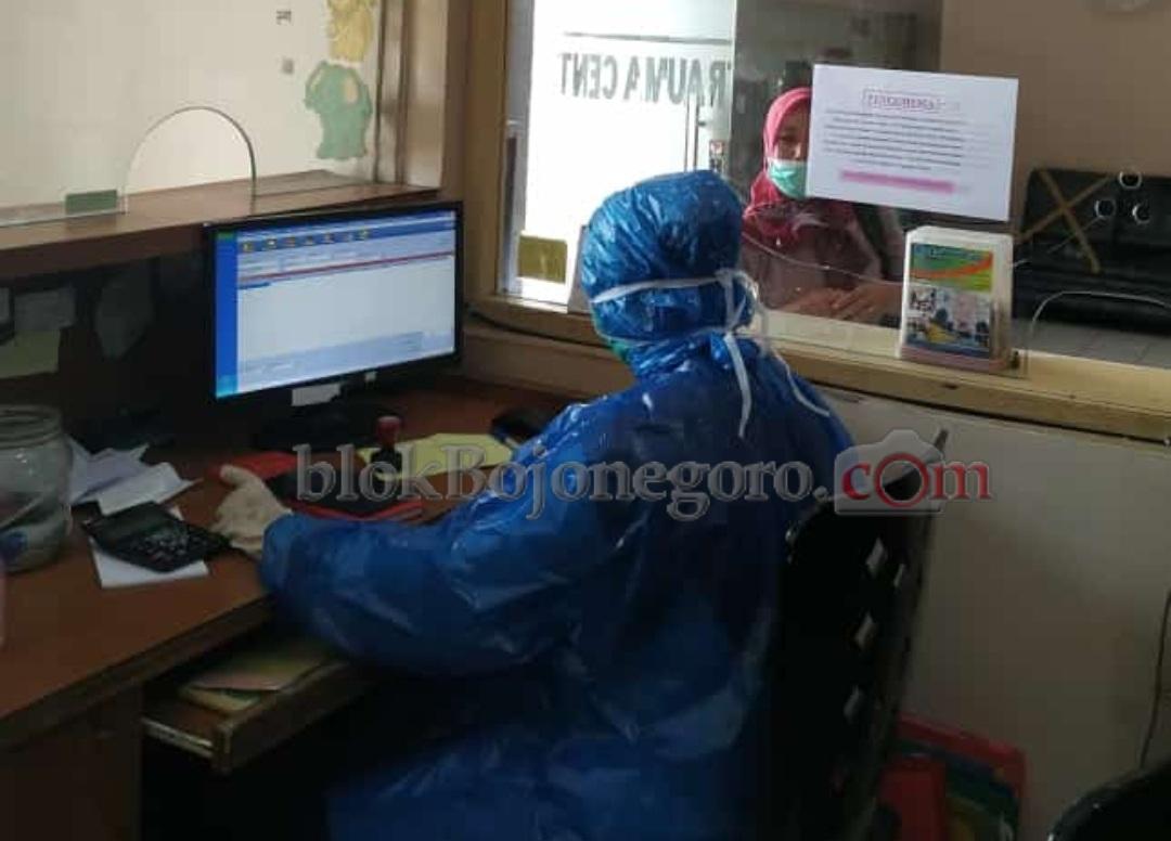 Penjaga Klinik Tangkal Penyebaran Virus Corona