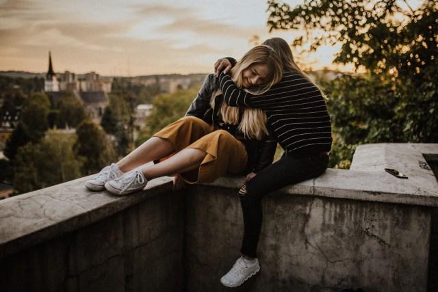 6 Nasihat Terbaik untuk Sahabatmu yang Sedang Putus Cinta