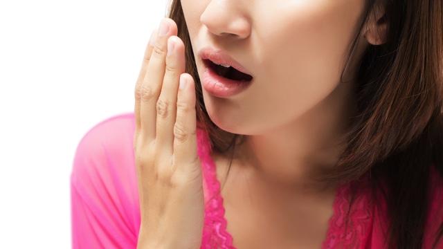 5 Cara Praktis Mencegah Bau Mulut saat Puasa