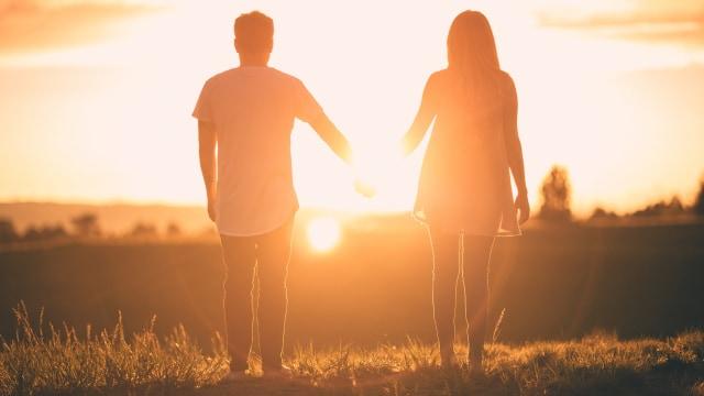 5 Hal yang Perlu Dipertimbangkan Sebelum Memilih Cinta atau Karier