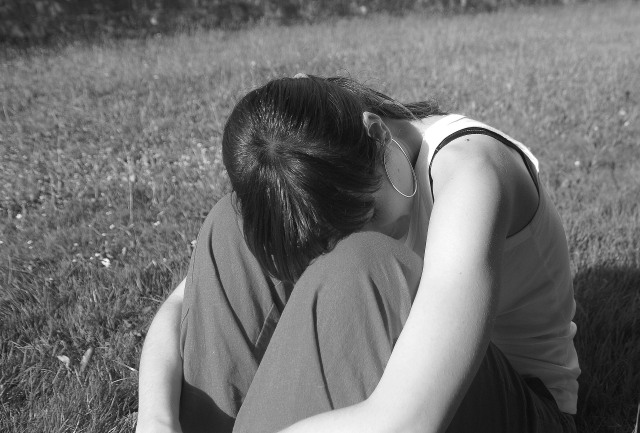 5 Hal yang Bisa Kamu Lakukan agar Tak Sedih Saat Tahu Gebetan Menyukai Sahabatmu