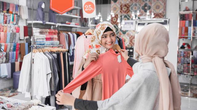 Lebaran di Rumah Aja, Perlu Nggak Sih Beli Baju Baru? Ini Kata 10 Perempuan