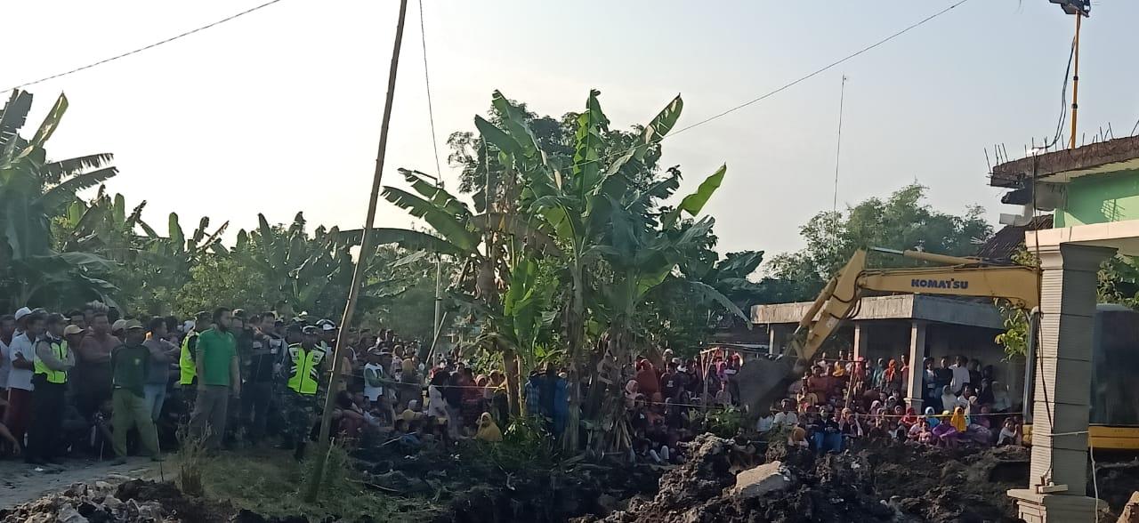 Evakuasi Datangkan Alat Berat