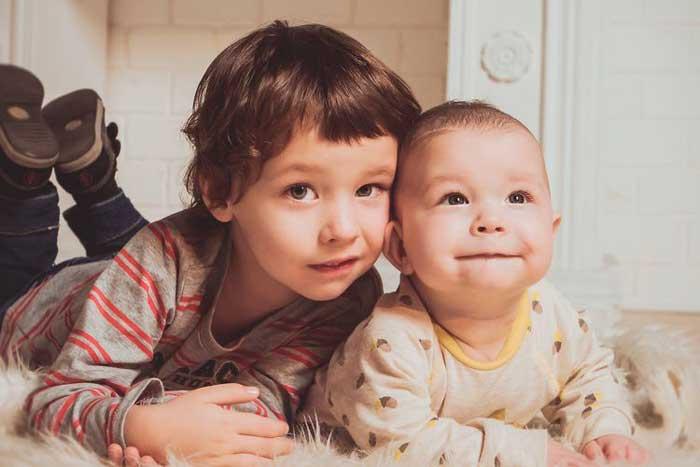 Berapa Jarak Usia Ideal antara Seorang Anak dan Adiknya?