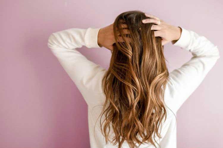Mungkinkah Virus Corona Bertahan di Rambut dan Menyebar?