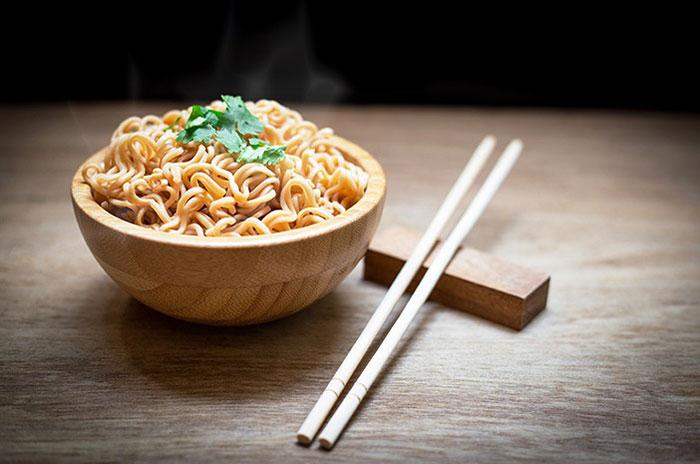 Mi Instan dan Nasi Putih, Mana yang Lebih Tinggi Kalorinya?