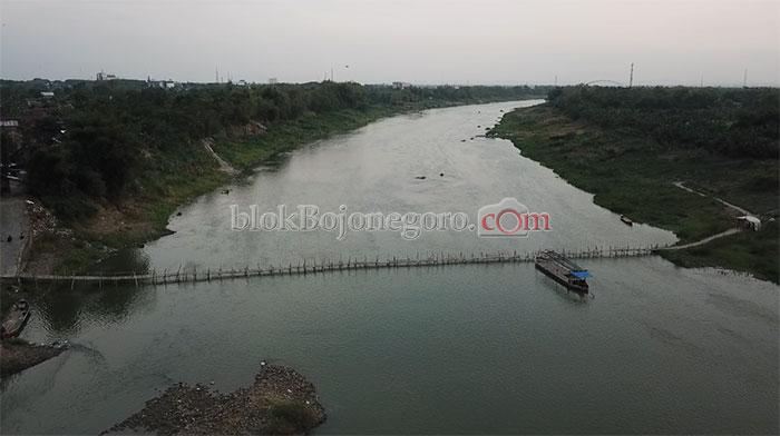 Jembatan Bambu Melintang di Bengawan Solo