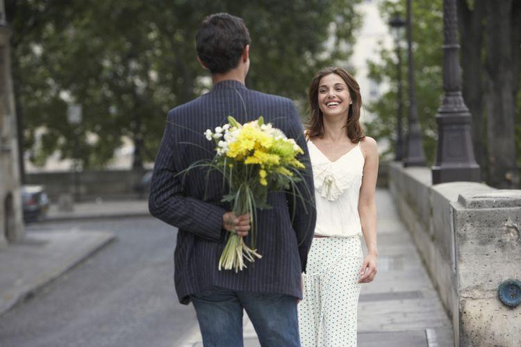 6 Hal yang Perlu Diketahui Sebelum Mengencani Pria yang Lebih Muda