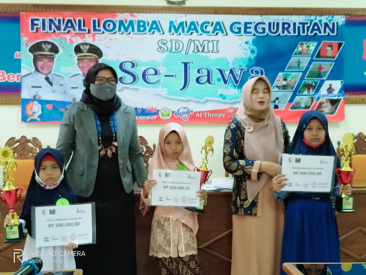 Siswi SD Muhammadiyah 3 ICP Sumberrejo Juara Lomba Geguritan