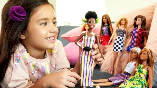 Studi: Bermain Boneka Dapat Kembangkan Keterampilan Sosial dan Empati Anak