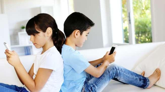 Penggunaan Ponsel Secara Berlebihan Memengaruhi Otak dan Psikologis Anak