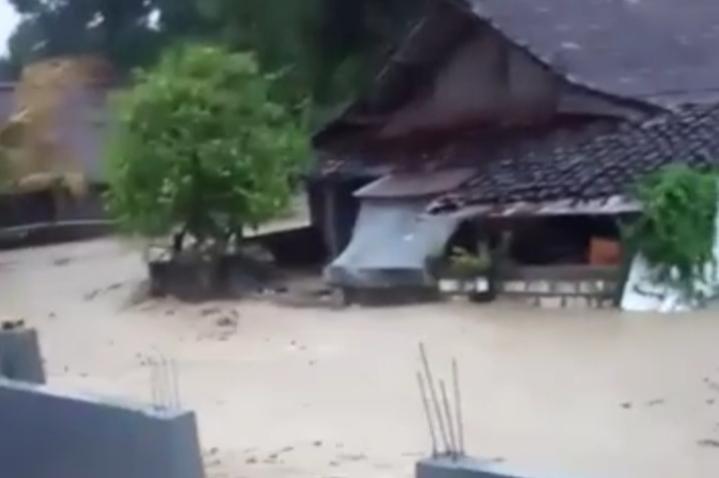 Banjir Bandang Terjang 4 Desa di Gondang