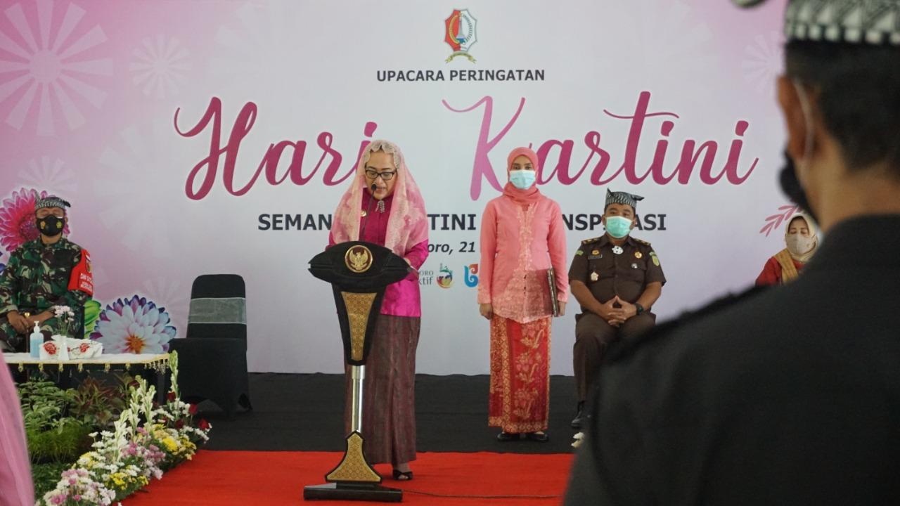 Peringati Hari Kartini, Bupati Hingga OPD Wanita Tampil Cantik Berkebaya dan Bermasker