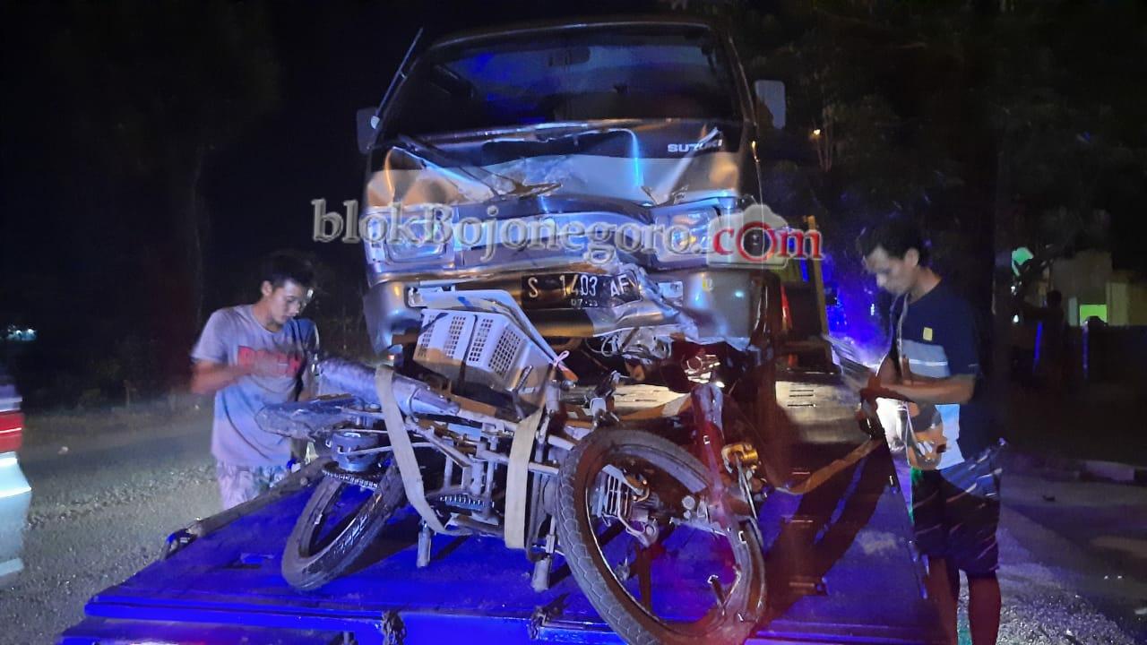 Diduga Hindari Sepeda, Pengendara Motor Tabrak Minibus hingga Meninggal di Tempat