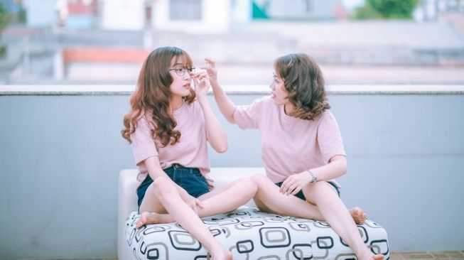 Cara Sederhana Menurunkan Hormon Stres: Ngobrol dengan Sesama Perempuan