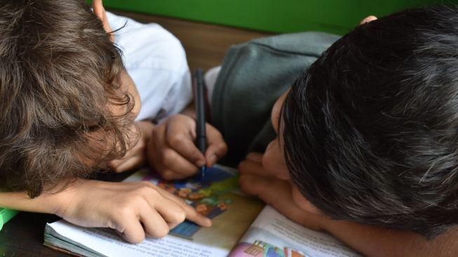 Anak Alami Gangguan Belajar Bukan Berarti Bodoh, Begini Penjelasan Medisnya