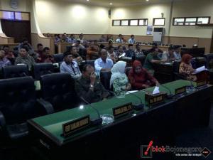 8 Fraksi Sampaikan PA Raperda LPJ 2012