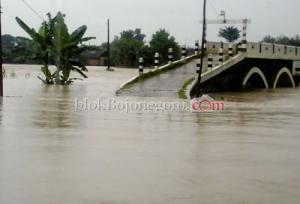 Hujan Deras, Gondang Diterjang Banjir Bandang