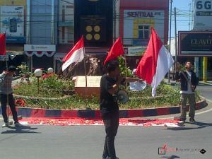 LMND Kibarkan Merah Putih dalam Aksi Damai