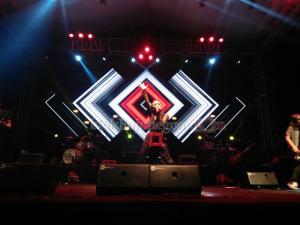 Lagu 'Terbang' Awali Performa Band Kotak