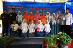 SMAN 1 Kepohbaru Seminar Bersama Komunitas Menulis KBM