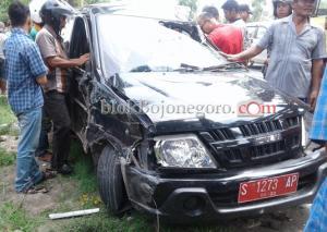 Diduga Ban Pecah, Mobil Plat Merah Terlibat Laka