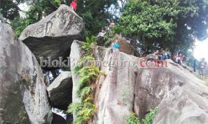 Keindahan Watu Gandul yang Tersembunyi di Gondang
