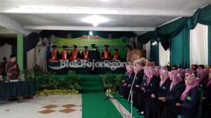 STAI At-Tanwir Wisuda 40 Mahasiswa