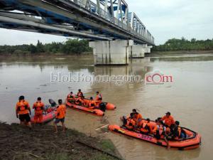 Bengawan Solo Naik, Siswi Tenggelam Belum Ditemukan