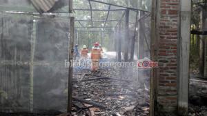 Gudang Pembuatan Kasur di Baureno Terbakar