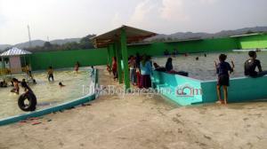 Baru, Ada Kolam Renang di Desa Rendeng