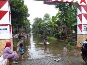 Chek Dam Bocor, 3 RT di Sarangan Kebanjiran