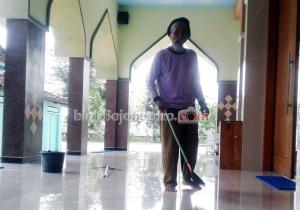 Usia 82 Tahun, Sunandar Rela Jadi Marbot Masjid