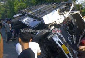 Truk Hantam Motor, Satu Tewas Diduga Anggota TNI