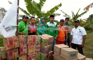 Abdullah Umar Beri Bantuan Korban di Baureno