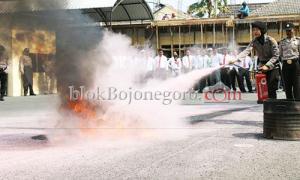 Antisipasi Kebakaran Mako, Polres Latihan Pemadaman